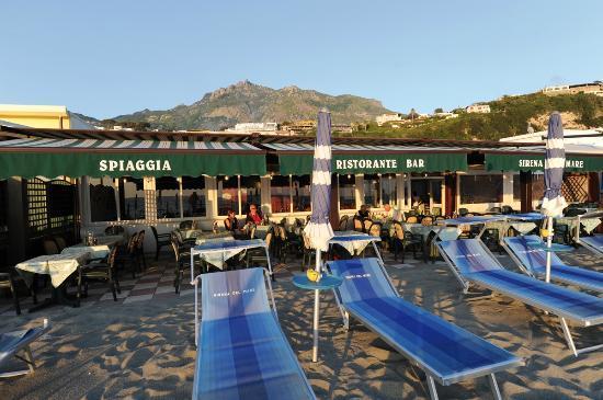 La Sirena del Mare : La terrazza esterna adatta per rilassarsi e gustare le nostre specialità.
