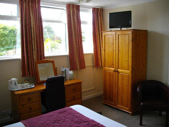 Cliff Head Hotel: Zimmer nach hinten mit Blick auf Parkplatz