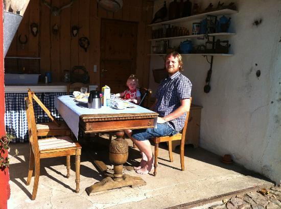 Barrit, Dinamarca: Vognporten hvor vi spiste morgenmad i morgensolen