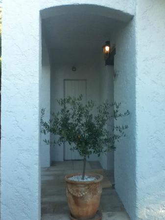 Hotel Alain Llorca: Monet room entrance