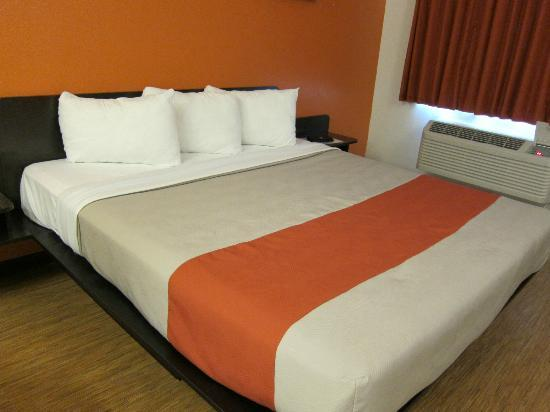 Motel 6 Fairfield/Napa Valley CA: Standard King Room
