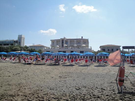Hotel Alta la Vista: vista dalla spiaggia