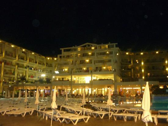 Aqua Hotel Aquamarina : hotel by night
