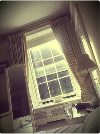 No. 1 Pery Square Hotel & Spa: the beautiful period sash windows in the Vanderkiste let in lots of lovely light