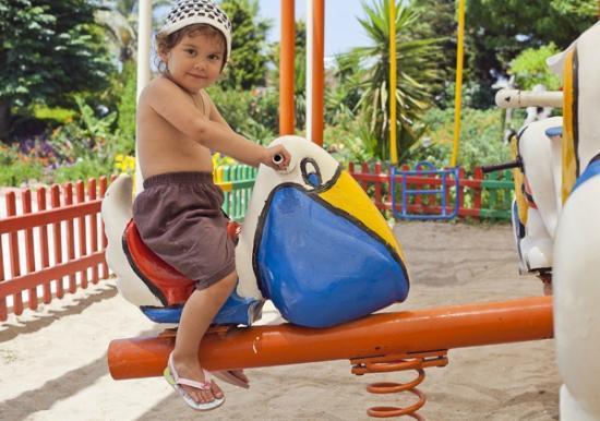 Crystal Admiral Resort Suites & Spa: Детский городок