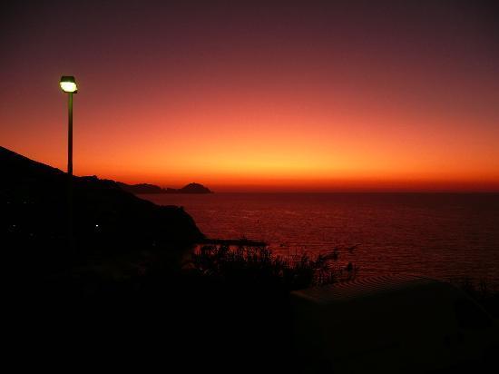 Piccolo Hotel Ponza: Il panorama medio che si vede dalla camera al tramonto con cielo limpido