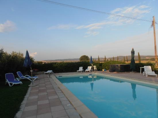 Agriturismo Al Vermigliano: piscina e vasca idromassaggio