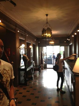 Louison Hotel: Reception area