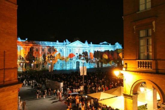Le Grand Balcon: La place du Capitole depuis notre suite