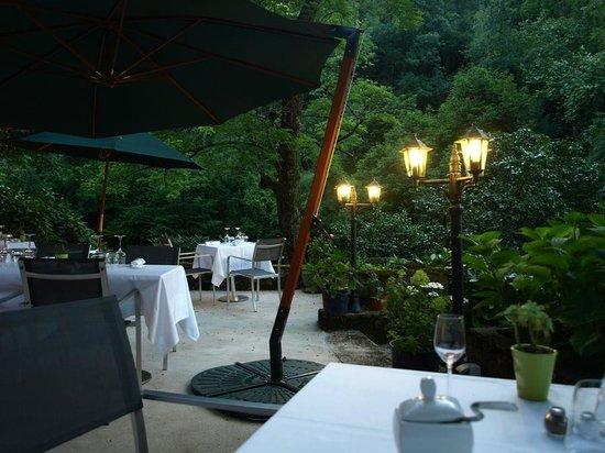 Le Castel de Burlats : The restaurant terrace