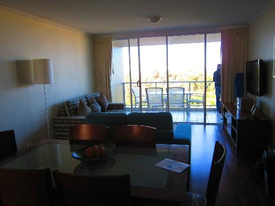 Seachange Coolum Beach: Lounge & Balcony