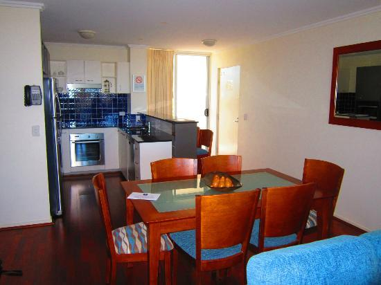 Seachange Coolum Beach: Dining & Kitchen Area