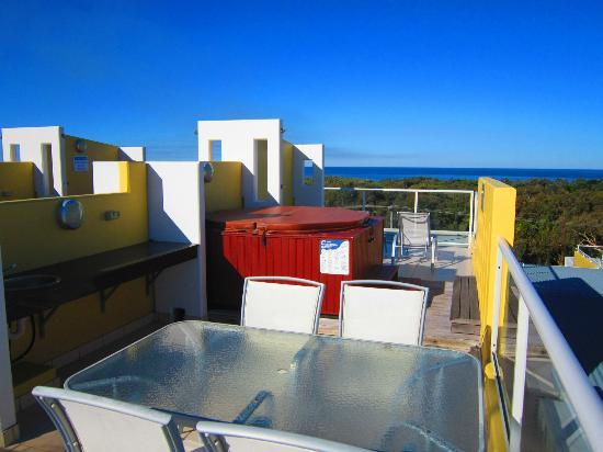 Seachange Coolum Beach: Rooftop Spa & Deck