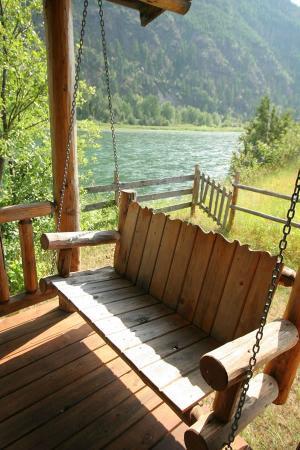 Kootenai Angler Guest Cabins: Porch Swing