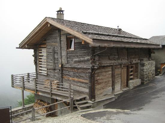 Montagne Alternative: One of the chalets