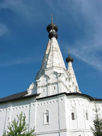 Углич, Россия: Эта церковь Алексеевского монастыря является одной из нескольких с шатровыми куполами.