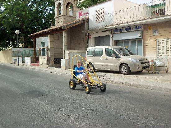 Biniamar: hire a go cart 