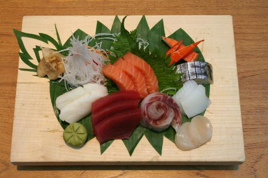 Mangostin Airport: Sushi