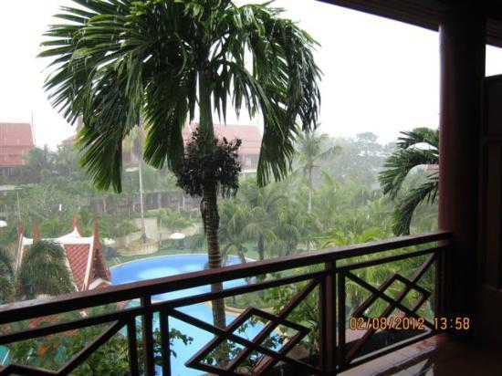 Krabi Thai Village Resort: View from the balcony (during a quick downpoar)