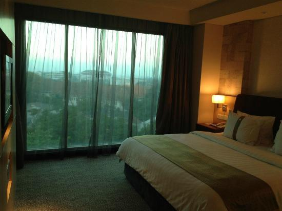 Holiday Inn Bandung: Not a great view but large french windows