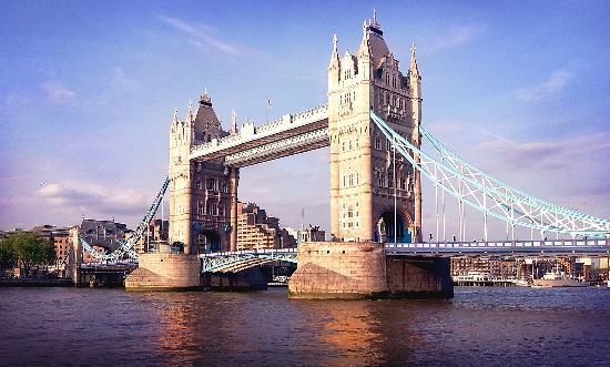 ลอนดอน, UK: The Tower Bridge