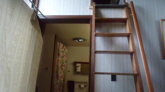 The Kula Lodge: Ekolu loft ladder