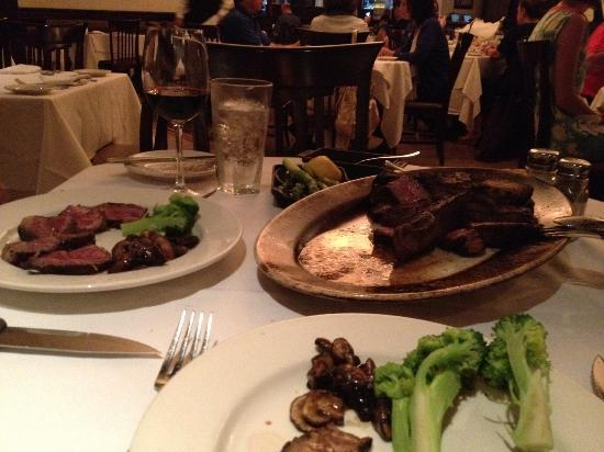 Forty2West Italian Bar & Chophouse : Porterhouse Steak