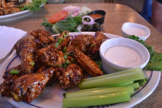 Barker's Bar & Grill: Delsih Chicken Wings