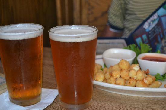 Barker's Bar & Grill: Out of this world Cheese curds...great beer selection!