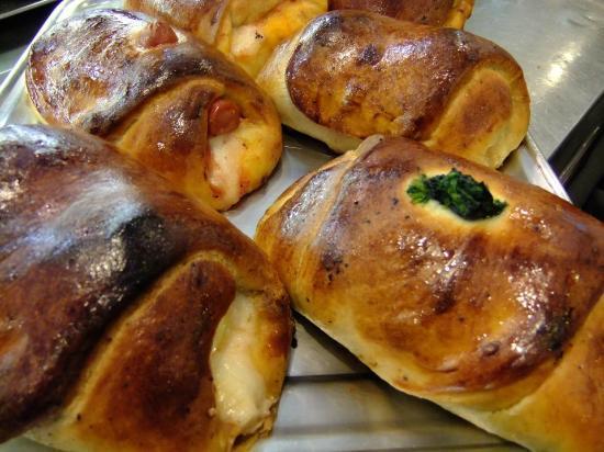Bar Galatea: Delle cartocciata ai wurstel, spinaci, funghi, uovo o melanzane, appena uscite dal forno......