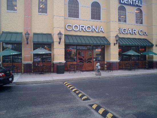 Corona Cigar Company: Side view of entrance