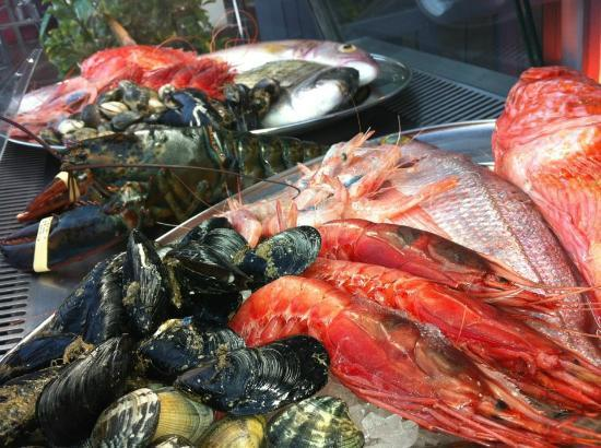 Vermell : Our fresh fish display