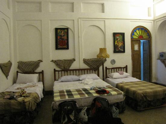 Fahadan Museum Hotel: la camera dove dormivamo in tre