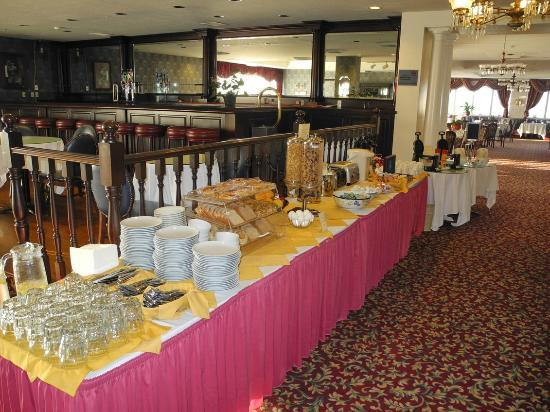 Best Western Plus San Pedro Hotel & Suites : Continental breakfast