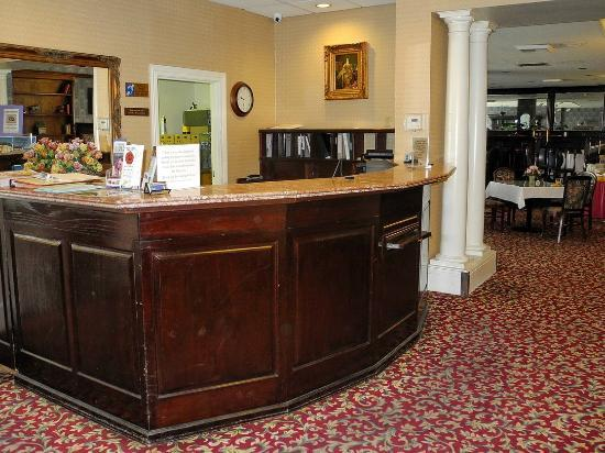 BEST WESTERN PLUS San Pedro Hotel & Suites: Front desk