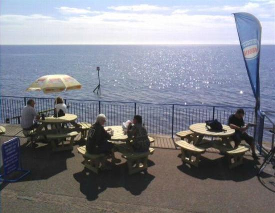 East Cliff Cafe: A view right by the beach