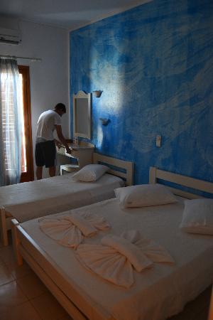 Hotel Eri: Camera tripla ad uso matrimoniale