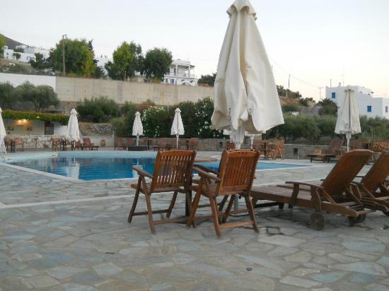 Hotel Eri: Zona piscina