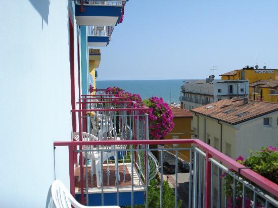 Hotel Gardenia: Вид на море