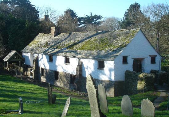 The Gildhouse, Poundstock: Gildhouse from the churchyard
