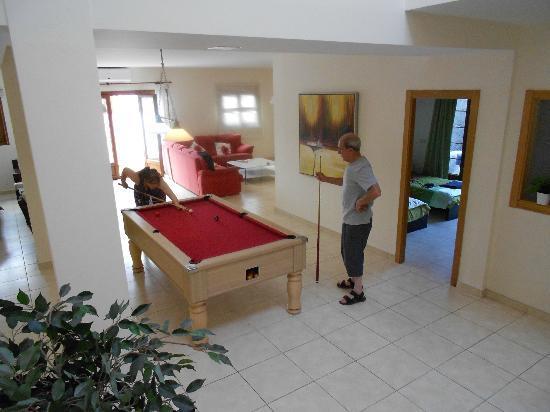 Vista Lobos Villas : Lounge/Pool Room