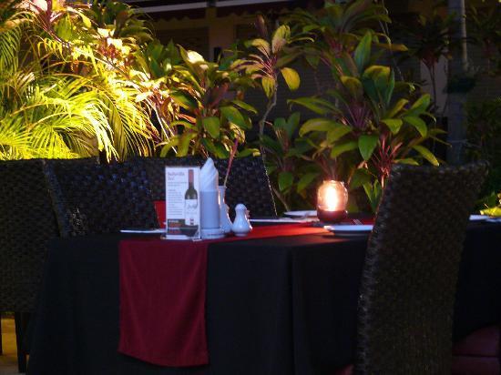 La Carbonara : table outside1