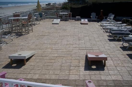 Sierra Suites: oceanfront deck with corn hole game