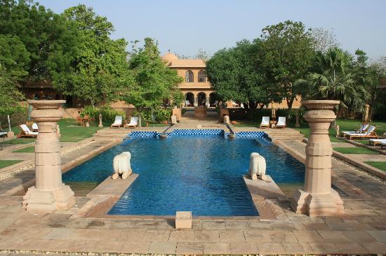 The Oberoi Rajvilas: Una piscina que se agradece.