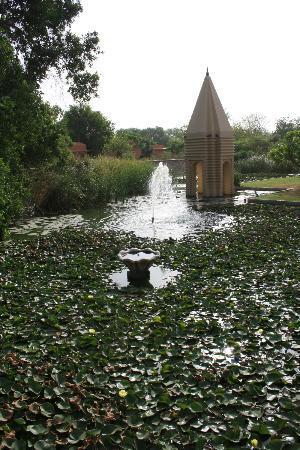 The Oberoi Rajvilas: Jardín del templo de Shiva