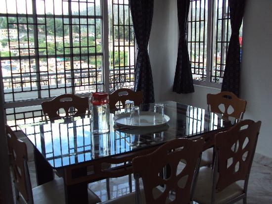 Maruthi Cottages: Dining Room