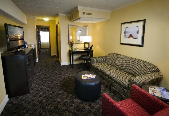 Boulevard Inn: Cityview Suite Living Room