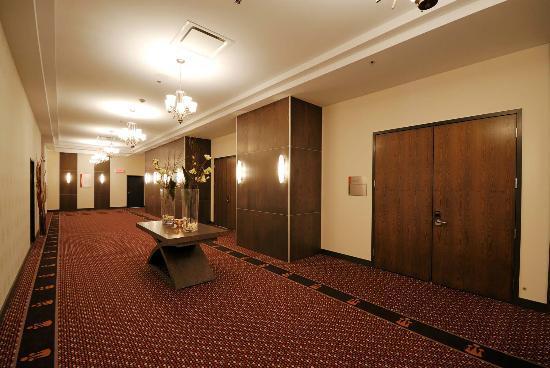 Imperia Hotel et Suites Terrebonne : Banquet Corridor