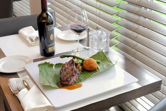 Imperia Hotel et Suites Terrebonne : Table D'Hote