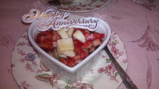 Pine Lodge Bed and Breakfast: Our anniversary decor